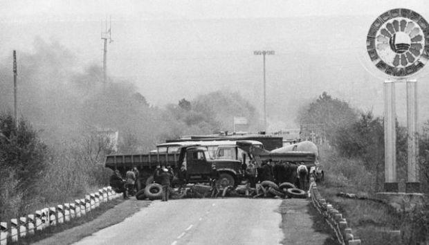 Bloqueo da estrada preto de Dubasari durante a guerra civil transnistria, 1992.